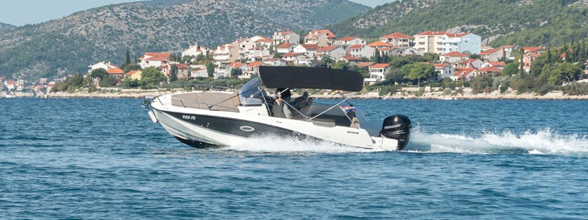 mayer-charter-boat-header-quicksilver-activ-755-sundeck-01
