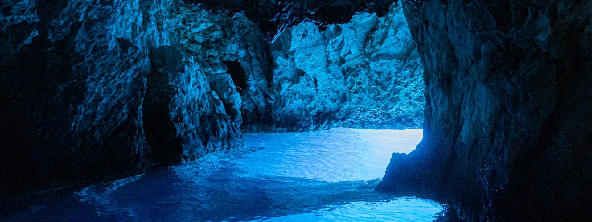 mayer-charter-tour-header-blue-cave
