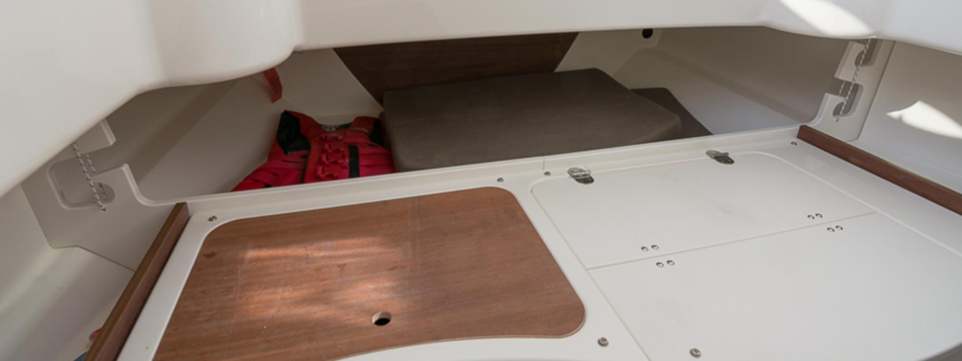 mayer-charter-boat-header-jeanneau-quicksilver-actv-805-04
