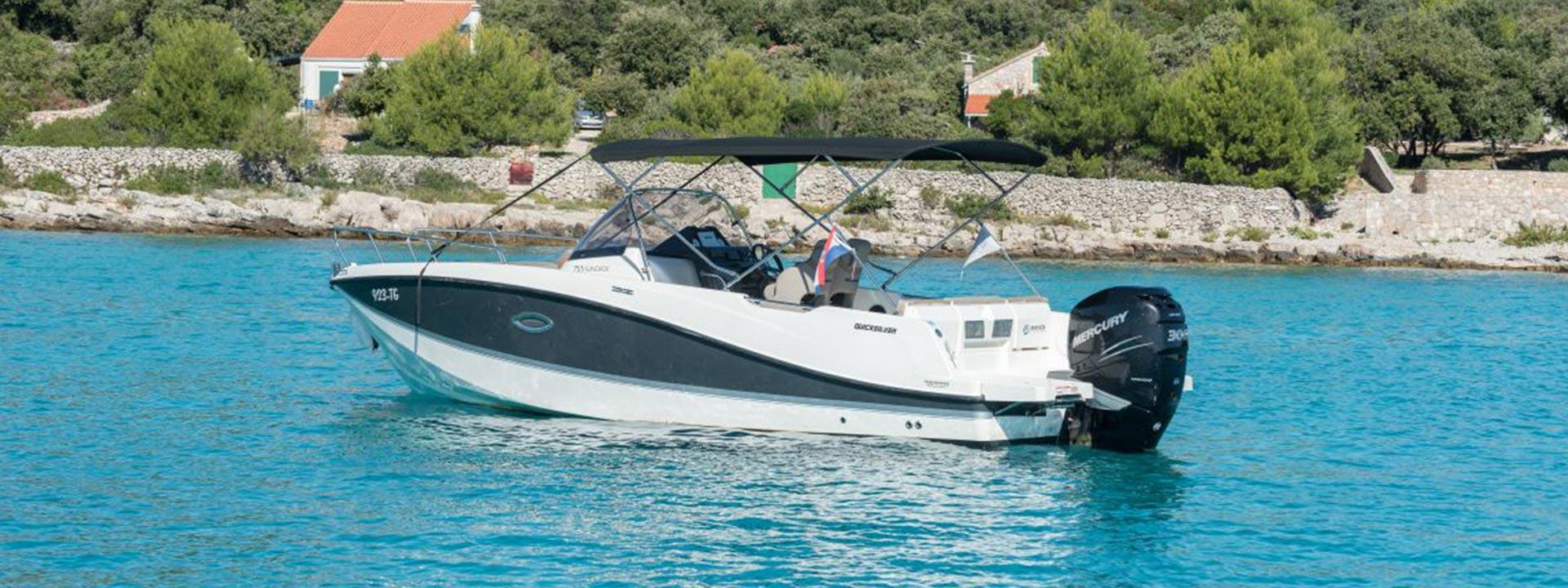 mayer-charter-boat-header-quicksilver-activ-755-sundeck-02