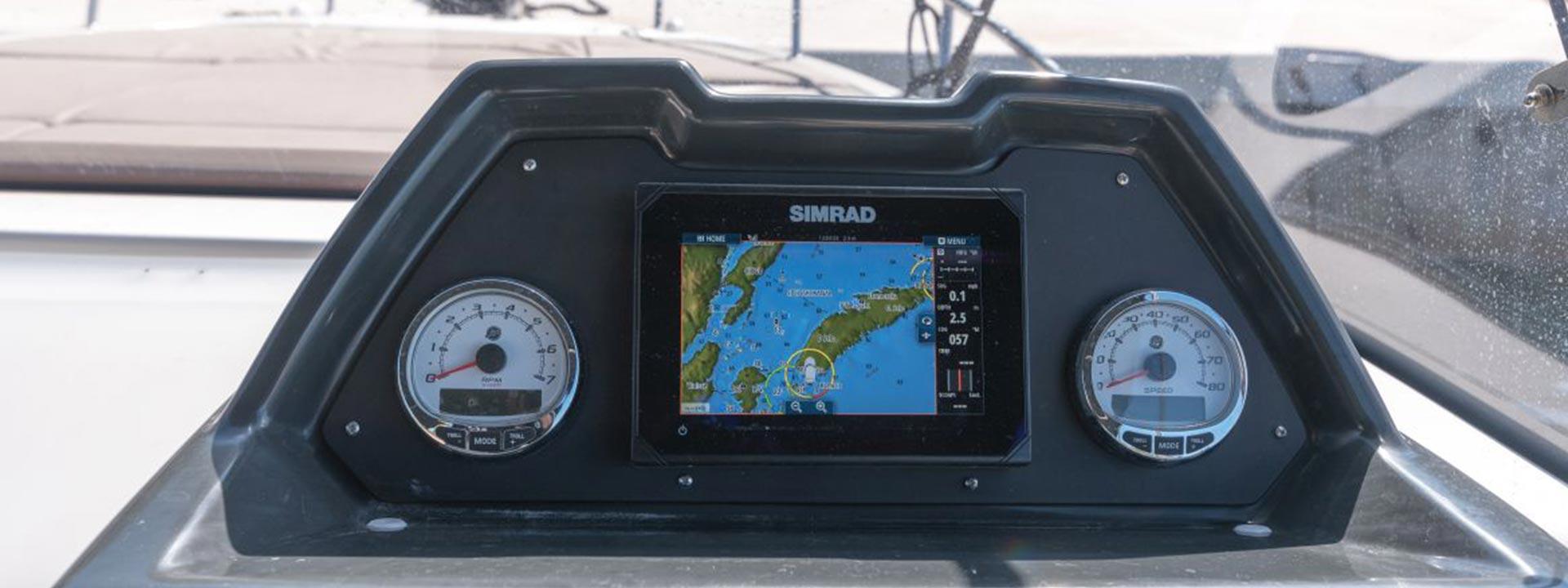 mayer-charter-boat-header-quicksilver-activ-755-sundeck-03